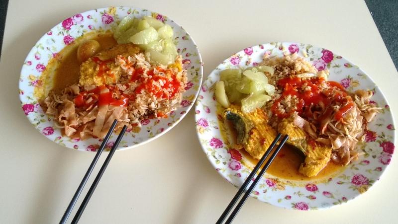 Pietūs dviem už šešis litus. Skani žuvis, ryžiai, šviežiai parauginti agurkai...