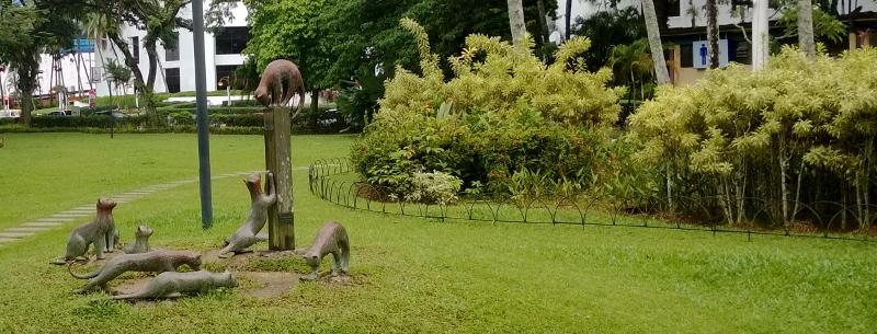 Kučing reiškia Kačių Miestas - todėl katė miesto simbolis. Vienas iš daug paminklų katėms.